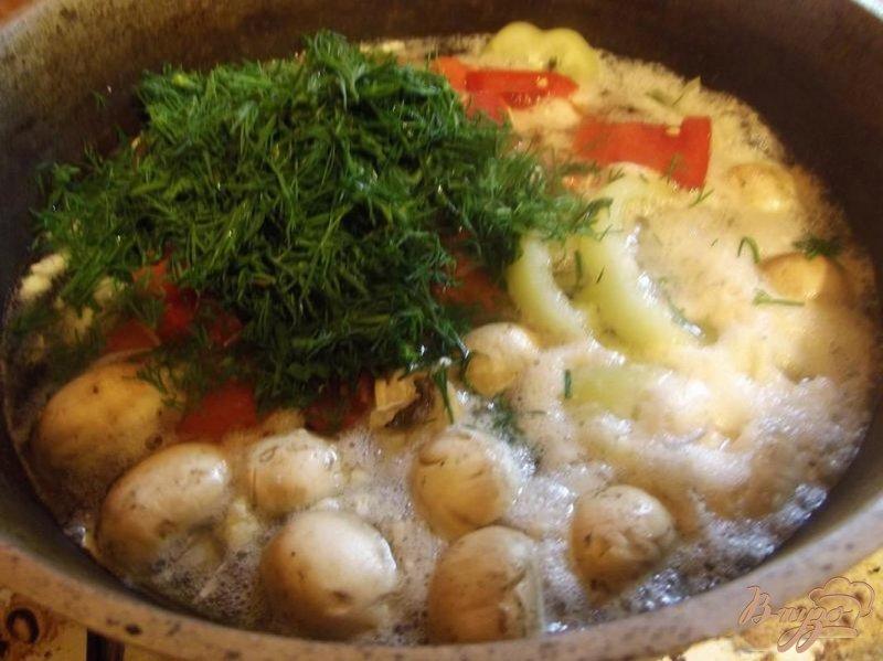 Фото приготовление рецепта: Грибной суп с курицей шаг №6