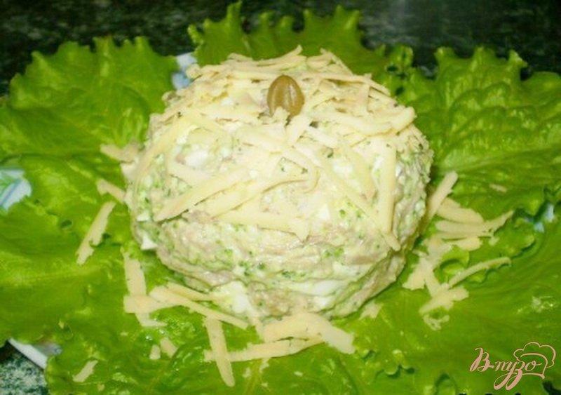 Фото приготовление рецепта: Салат мясной с каперсами и брокколи шаг №5