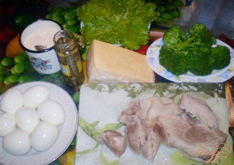 Фото приготовление рецепта: Салат мясной с каперсами и брокколи шаг №1