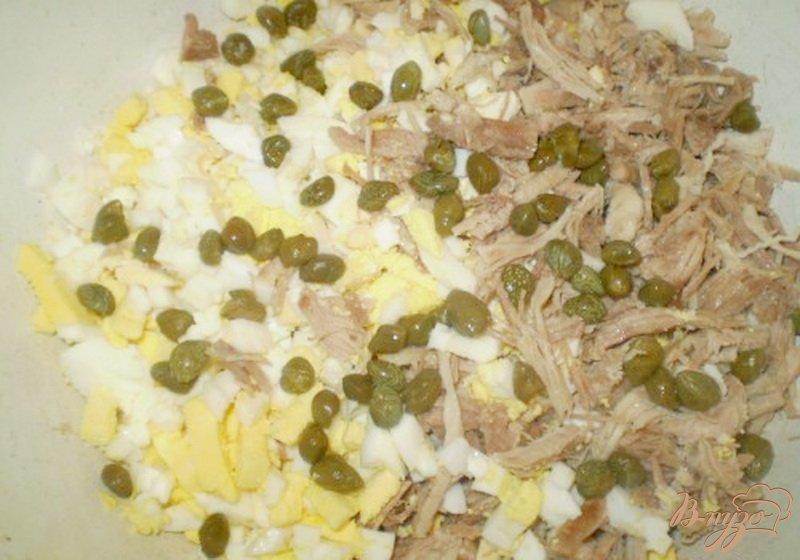 Фото приготовление рецепта: Салат мясной с каперсами и брокколи шаг №2