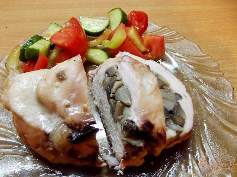 Фото приготовление рецепта: Куриная грудка фаршированная грибами шаг №6