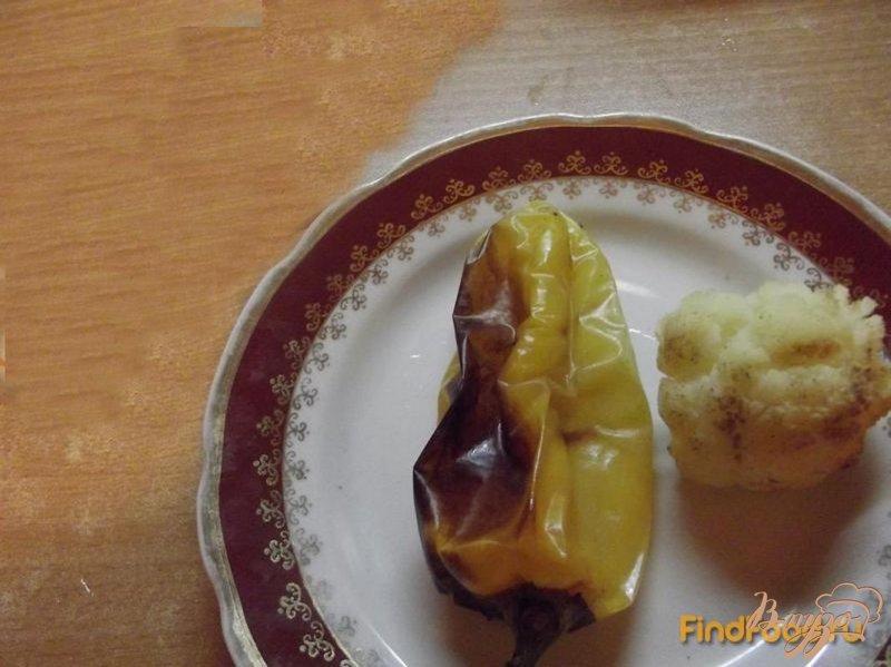 Фото приготовление рецепта: Салат с цветной капустой и болгарским перцем шаг №2