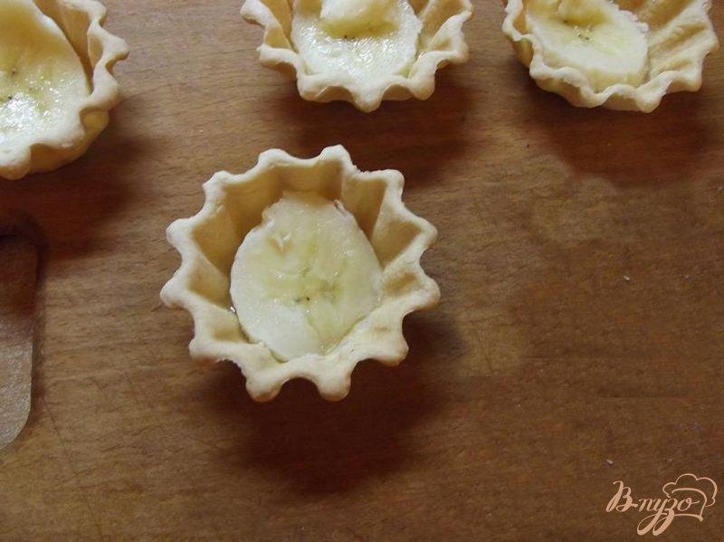 Фото приготовление рецепта: Тарталетки с бананом шаг №3