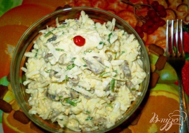 фото рецепта: Салат из желудков с черной редькой