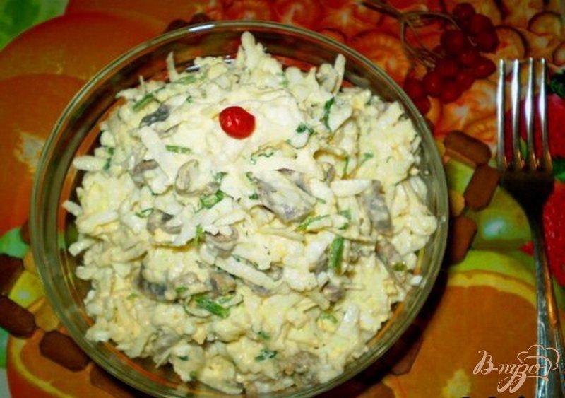 Фото приготовление рецепта: Салат из желудков с черной редькой шаг №4