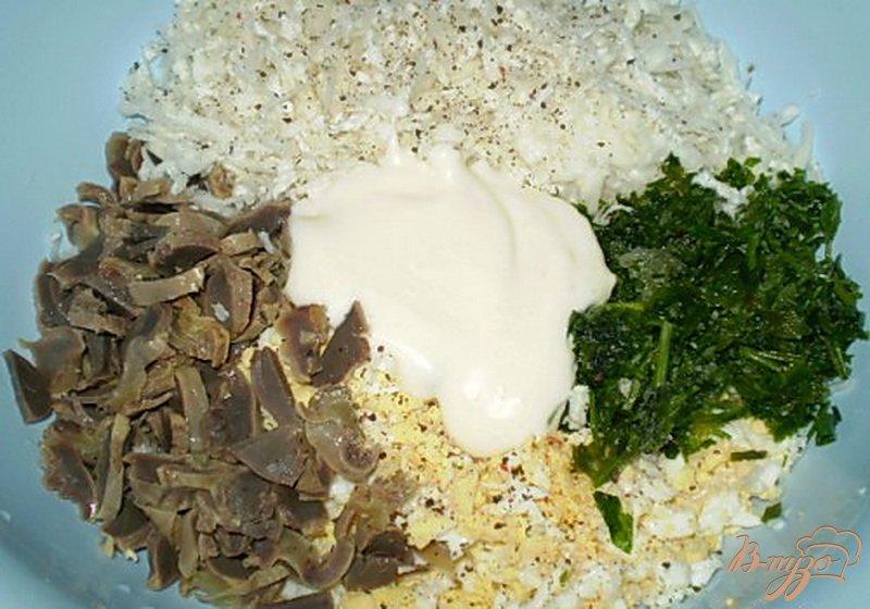 Фото приготовление рецепта: Салат из желудков с черной редькой шаг №2