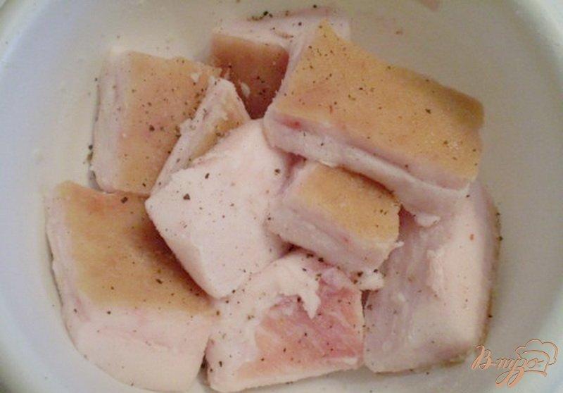 Фото приготовление рецепта: Сало соленое с черным перцем шаг №2