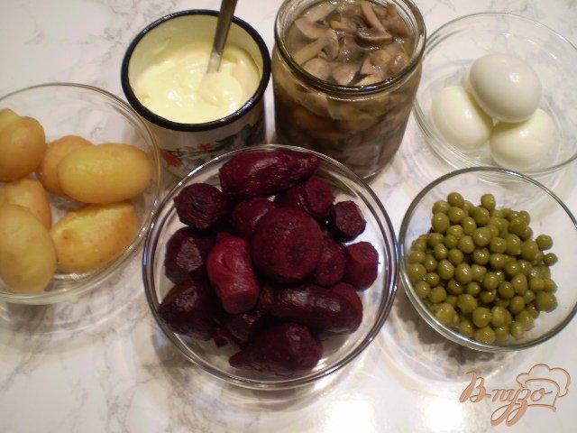Фото приготовление рецепта: Овощной салат с шампиньонами шаг №1