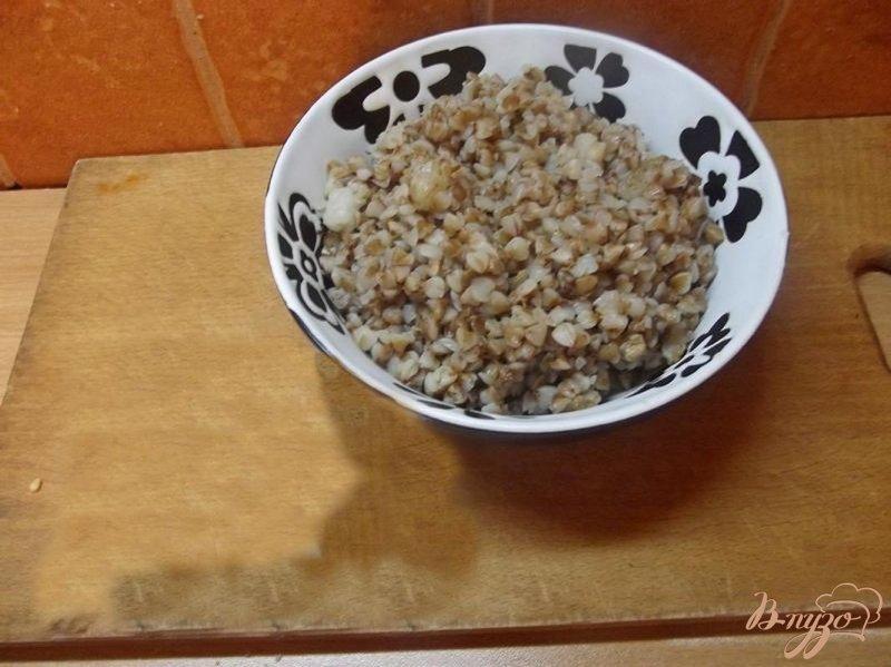Фото приготовление рецепта: Каша гречневая в горшочке с салом шаг №3