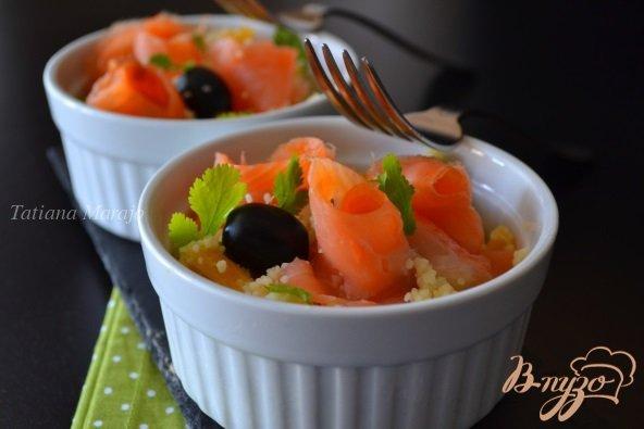 Рецепт Салат с крупой , маслинами и копченой семгой