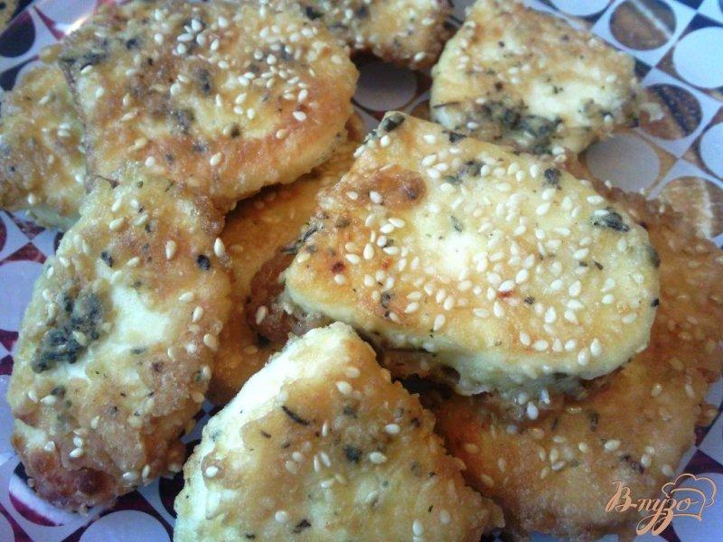 Фото приготовление рецепта: Жаренный адыгейский сыр шаг №4