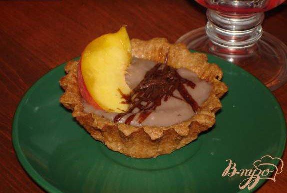 Рецепт Шоколадный десерт с персиком и шоколадной стружкой