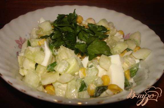 фото рецепта: Салат с сушеными кальмарами № 2