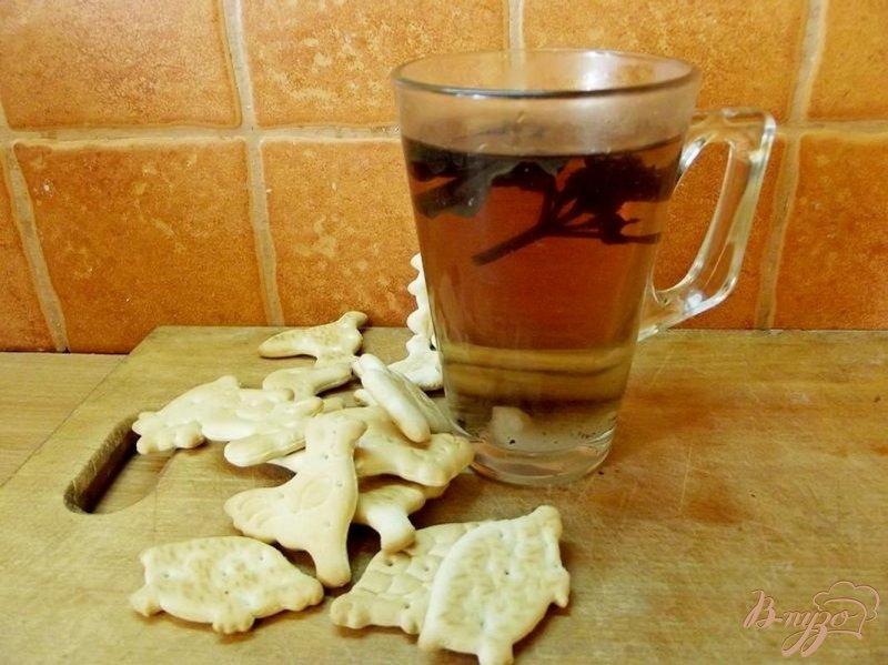 Фото приготовление рецепта: Базиликовый горячий напиток шаг №5