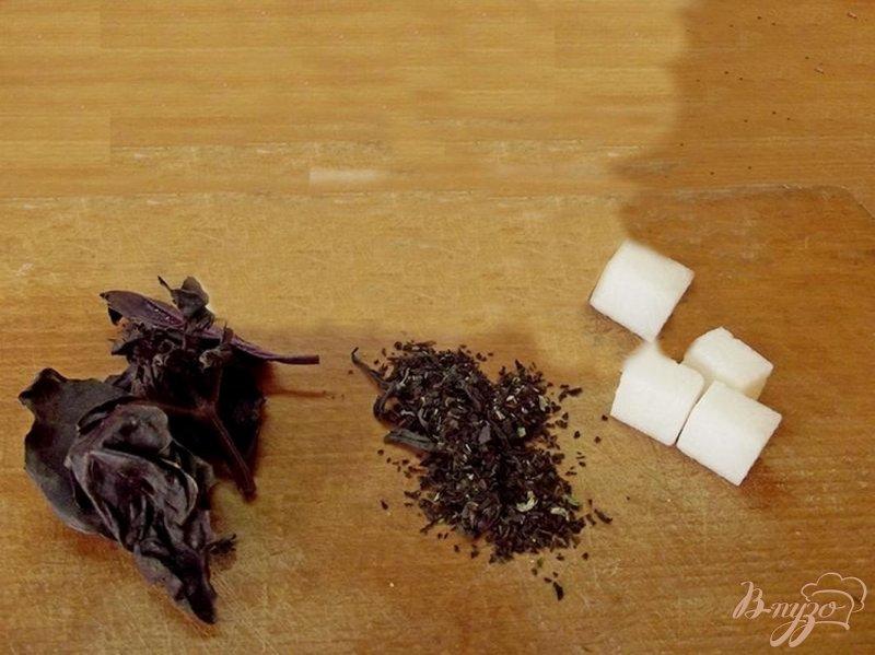 Фото приготовление рецепта: Базиликовый горячий напиток шаг №1