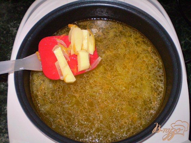 Фото приготовление рецепта: Макаронный суп шаг №4