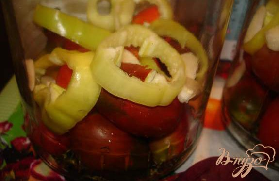 Фото приготовление рецепта: Маринованные помидорки под водочку