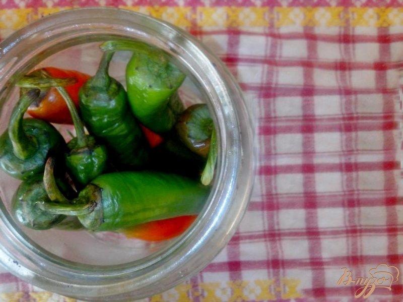Фото приготовление рецепта: Маринованный перец чили шаг №4