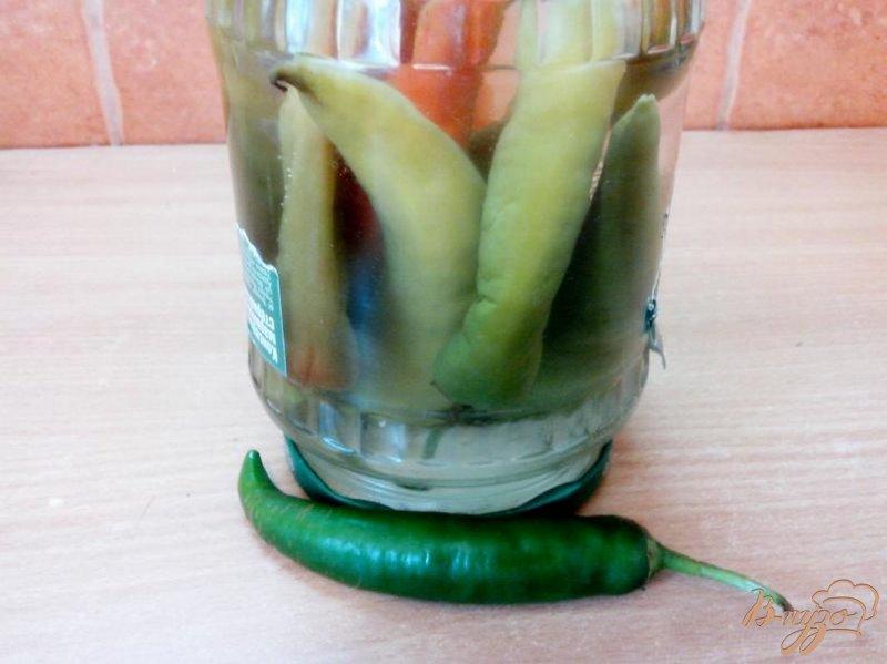Фото приготовление рецепта: Маринованный перец чили шаг №5