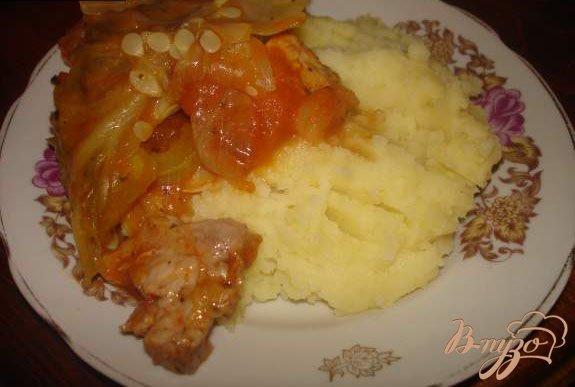 Фото приготовление рецепта: Мясо под капустным листом шаг №7