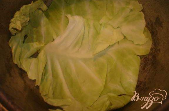 Фото приготовление рецепта: Мясо под капустным листом шаг №3