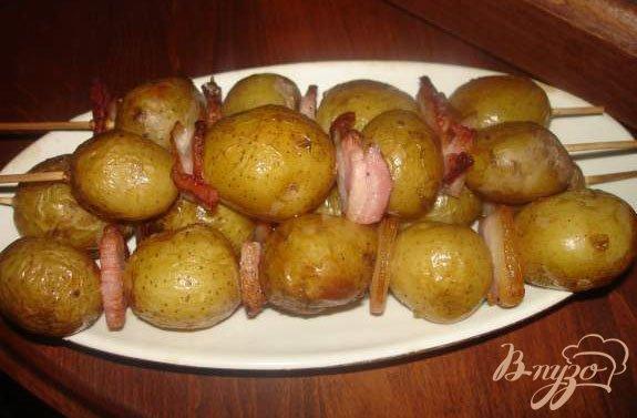 Фото приготовление рецепта: Картофельные шашлычки шаг №4