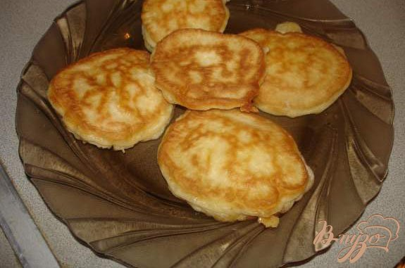 Фото приготовление рецепта: Сырные оладьи шаг №3