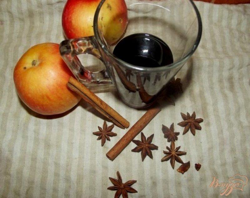 Фото приготовление рецепта: Яблочный глинтвейн шаг №5