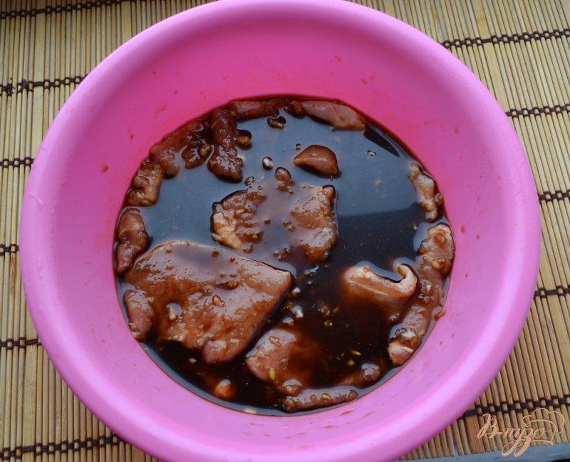 Фото приготовление рецепта: Свинина, маринованная в соевом соусе шаг №2