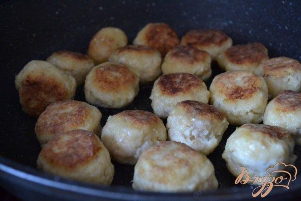 Фото приготовление рецепта: Рыбные шарики в сливочно-арахисовом соусе карри шаг №5