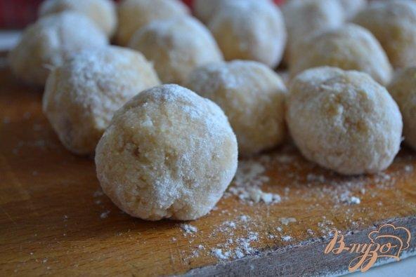 Фото приготовление рецепта: Рыбные шарики в сливочно-арахисовом соусе карри шаг №4