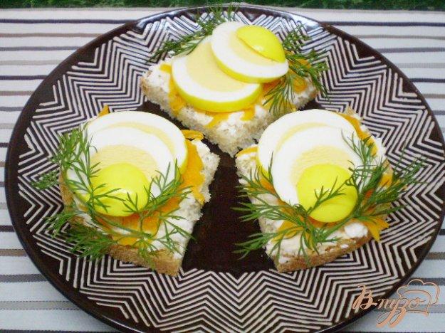 Рецепт Канапе с двумя видами сыра и маринованными яйцами