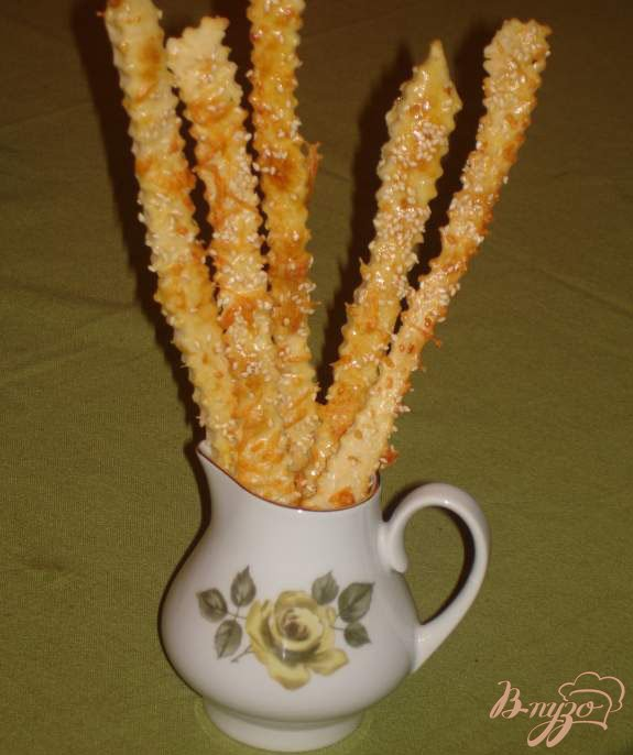 Фото приготовление рецепта: Сырные палочки под пиво и просто так шаг №4