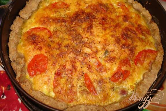 Фото приготовление рецепта: Ореховый пирог с черемшой, беконом и яйцом шаг №5