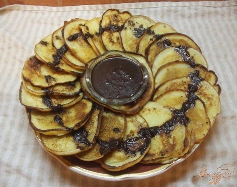 Фото приготовление рецепта: Оладьи творожные с шоколадом шаг №4