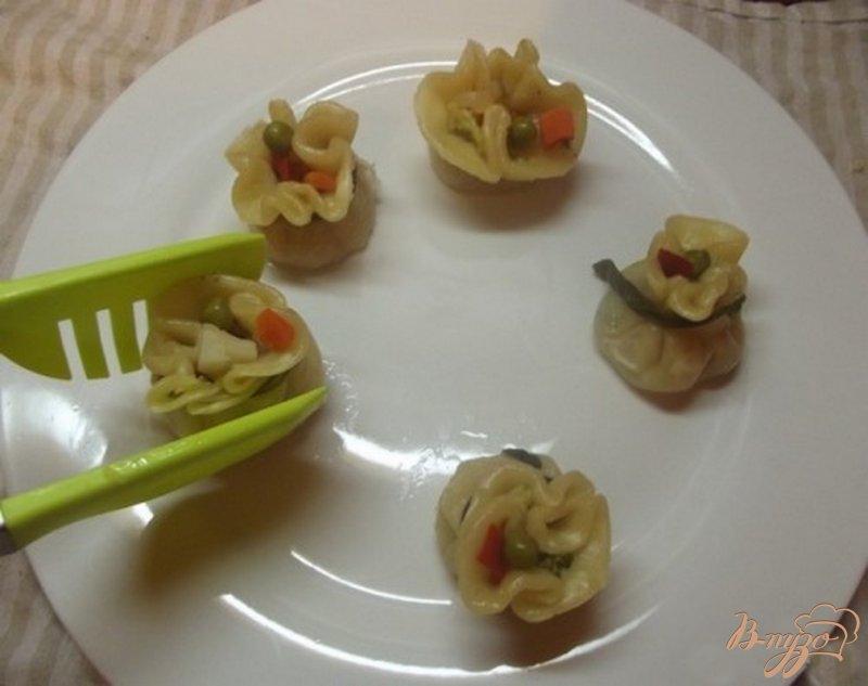 Фото приготовление рецепта: Шумаи с овощами шаг №9