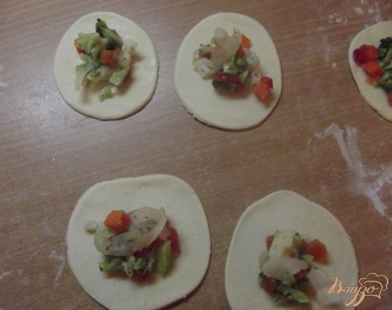 Фото приготовление рецепта: Шумаи с овощами шаг №6