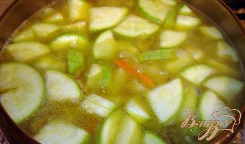 Грибной суп-пюре с кабачком и сухариками