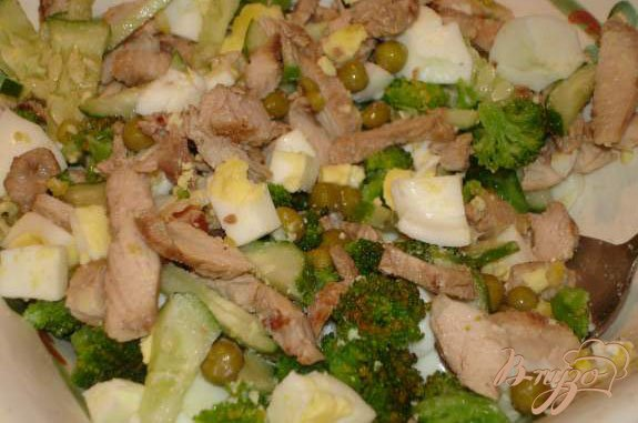 Фото приготовление рецепта: Салат с брокколи шаг №6