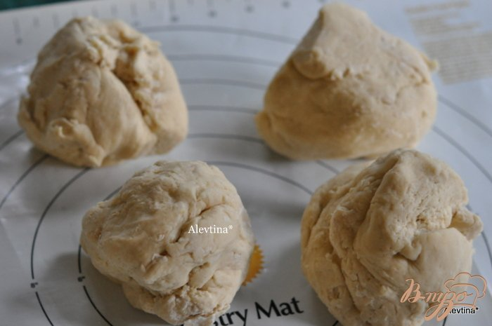 Фото приготовление рецепта: Булочки со сливочным сыром шаг №4