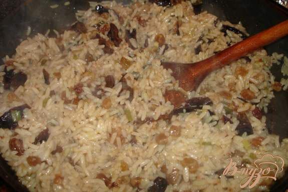 Фото приготовление рецепта: Рис с сухофруктами шаг №4
