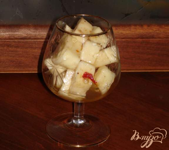 Фото приготовление рецепта: Маринованный сулугуни шаг №3