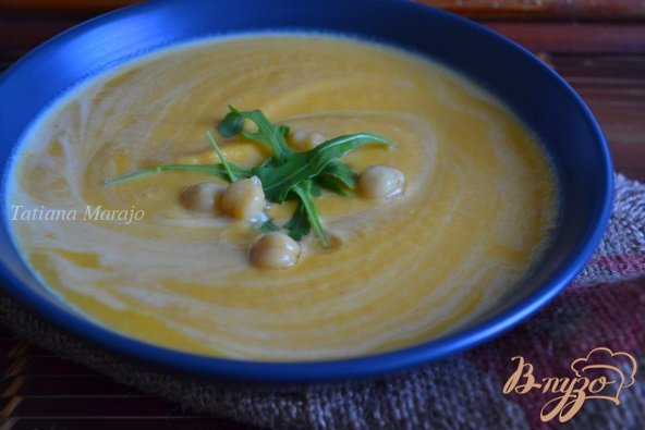 Фото приготовление рецепта: Морковный суп-пюре с горохом нут шаг №7