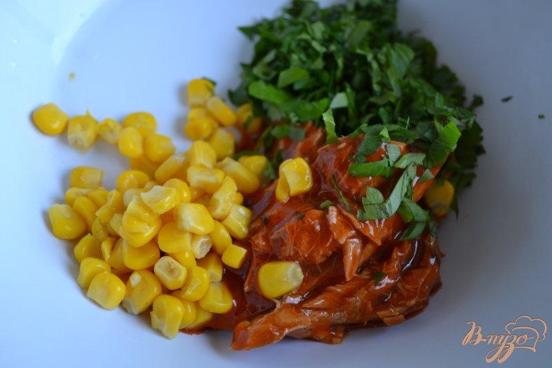 Фото приготовление рецепта: Закуска из авокадо с рыбой шаг №2