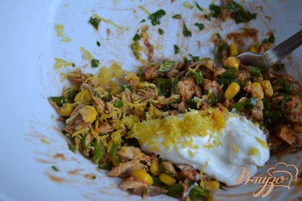 Фото приготовление рецепта: Закуска из авокадо с рыбой шаг №3