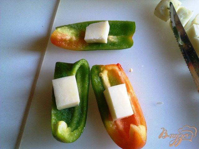 Фото приготовление рецепта: Шампиньоны с сыром халуми шаг №6