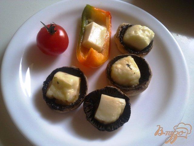 Фото приготовление рецепта: Шампиньоны с сыром халуми шаг №8
