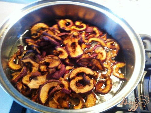Фото приготовление рецепта: Яблочный узвар шаг №3
