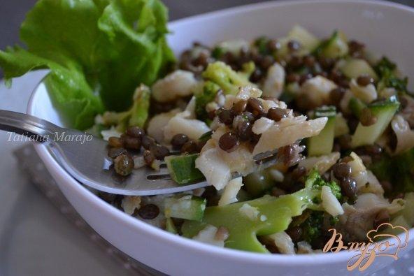 Фото приготовление рецепта: Салат с рыбой и чечевицей шаг №5