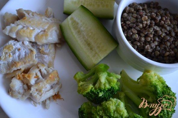 Фото приготовление рецепта: Салат с рыбой и чечевицей шаг №1